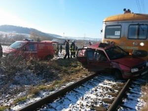 masina-lovita-de-tren-suceava7-300x225