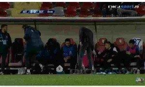 Leo-Grozavu-antrenorul-FC-Botosani-agresandu-l-pe-Golofca-300x180-300x180